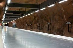 ΣΤΟΚΧΟΛΜΗ 25 ΙΟΥΛΊΟΥ: Σταθμός μετρό στη Στοκχόλμη Στοκ Φωτογραφία