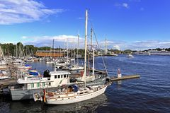 Στοκχόλμη, Σουηδία - βάρκες που ελλιμενίζουν από το νησί Djurgarden Στοκ φωτογραφίες με δικαίωμα ελεύθερης χρήσης