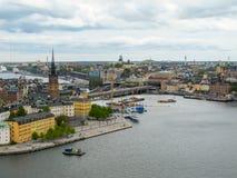 Στοκχόλμη Σουηδία Θαυμάσιο εναέριο πανόραμα από τη γέφυρα παρατήρησης σε μια σύγχρονα πόλη και ένα Gamla Stan στοκ εικόνα