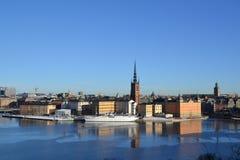 Στοκχόλμη από έναν λόφο - αίθουσα και Gamla Stan πόλεων στοκ φωτογραφία