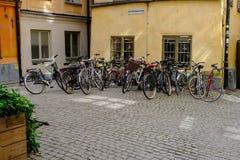 Στοκχόλμη, Σουηδία, μεγάλος χώρος στάθμευσης ποδηλάτων στο προαύλιο Στοκ εικόνες με δικαίωμα ελεύθερης χρήσης
