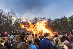 Στοκχόλμη Σουηδία: Παράδοση πυρκαγιάς του Valborg στοκ εικόνες