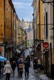 Στοκχόλμη, Σουηδία, τουρίστες που περπατά κατά μήκος της οδού Στοκ Εικόνες