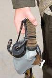 Στολές, μάσκα οξυγόνου στο χέρι του ένας στρατιωτικός πιλότος στοκ φωτογραφία με δικαίωμα ελεύθερης χρήσης