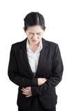 Στομαχόπονος σε μια γυναίκα που απομονώνεται στο άσπρο υπόβαθρο Ψαλίδισμα της πορείας στο άσπρο υπόβαθρο στοκ εικόνες