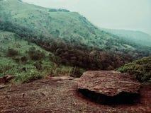 Στον απότομο βράχο στοκ εικόνα με δικαίωμα ελεύθερης χρήσης