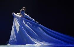 Στον δεσποινίδα-εθνικό λαϊκό χορό Στοκ Εικόνες