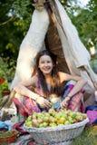 Στον κήπο μήλων Στοκ Φωτογραφίες