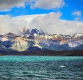 Στον ορίζοντα βλέπει τους απότομους βράχους Torres Στοκ Εικόνες