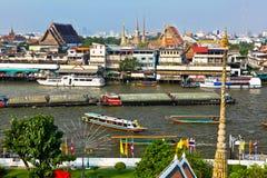 Στον ποταμό Chao Phraya στο κέντρο της Μπανγκόκ Στοκ εικόνες με δικαίωμα ελεύθερης χρήσης