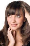 Στοχαστική γυναίκα με το σκοτεινό τρίχωμα και τα καφετιά μάτια στοκ εικόνα