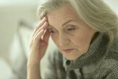 Στοχαστική λυπημένη γυναίκα Στοκ φωτογραφία με δικαίωμα ελεύθερης χρήσης