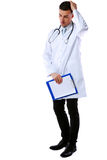 Στοχαστικός αρσενικός γιατρός με την περιοχή αποκομμάτων Στοκ Φωτογραφίες