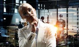 Στοχαστικός γυναικείος προϊστάμενος Στοκ εικόνες με δικαίωμα ελεύθερης χρήσης
