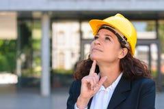 Στοχαστικός νέος θηλυκός αρχιτέκτονας Στοκ Εικόνα
