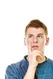Στοχαστικός σκεπτόμενος νεαρός άνδρας Στοκ Φωτογραφία