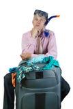 Στοχαστικό άτομο με την τσάντα ταξιδιού Στοκ φωτογραφίες με δικαίωμα ελεύθερης χρήσης