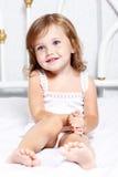 Στοχαστικό μικρό κορίτσι Στοκ φωτογραφίες με δικαίωμα ελεύθερης χρήσης