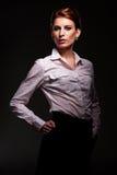Στούντιο που καλύπτονται του χαριτωμένου νέου θηλυκού Στοκ εικόνα με δικαίωμα ελεύθερης χρήσης