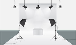 Στούντιο φωτογραφίας με τον εξοπλισμό φωτισμού και το διάνυσμα σκηνικού Πρότυπο επίδειξης Στοκ φωτογραφία με δικαίωμα ελεύθερης χρήσης
