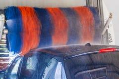Στο αυτόματο πλύσιμο αυτοκινήτων Στοκ φωτογραφία με δικαίωμα ελεύθερης χρήσης