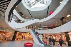 Στο εμπορικό κέντρο Στοκ εικόνα με δικαίωμα ελεύθερης χρήσης