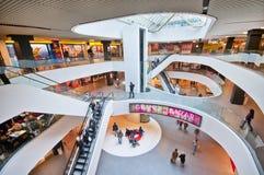 Στο εμπορικό κέντρο Στοκ φωτογραφία με δικαίωμα ελεύθερης χρήσης