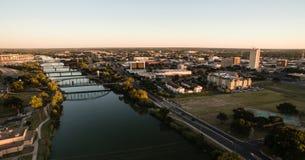Στο κέντρο της πόλης αρχιτεκτονική πόλεων προκυμαιών ποταμών Waco Τέξας στοκ εικόνα με δικαίωμα ελεύθερης χρήσης