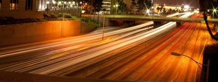 Στο κέντρο της πόλης αυτοκινητόδρομος του Λος Άντζελες τη νύχτα Στοκ Φωτογραφίες
