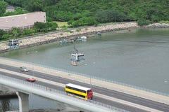 Στο κέντρο της πόλης γέφυρα πόλεων και κυκλοφορίας Στοκ εικόνα με δικαίωμα ελεύθερης χρήσης