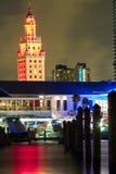 Στο κέντρο της πόλης δικαίωμα του Μαϊάμι μετά από το ηλιοβασίλεμα στοκ εικόνες με δικαίωμα ελεύθερης χρήσης