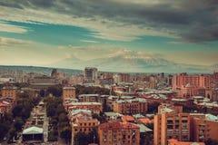 Στο κέντρο της πόλης εικονική παράσταση πόλης Jerevan Ταξίδι στην Αρμενία Βιομηχανία Τουρισμού Τοποθετήστε Ararat στο υπόβαθρο νε Στοκ εικόνα με δικαίωμα ελεύθερης χρήσης