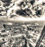 Στο κέντρο της πόλης εναέρια άποψη του Ντουμπάι όπως βλέπει στο ηλιοβασίλεμα Στοκ εικόνες με δικαίωμα ελεύθερης χρήσης