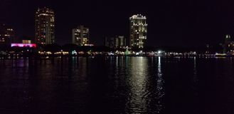 Στο κέντρο της πόλης νύχτα των Αγίων Πετρουπόλεων στοκ φωτογραφίες