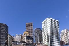 Στο κέντρο της πόλης ουρανοξύστης της Βοστώνης με το μίγμα παλαιού και σύγχρονου archi Στοκ Φωτογραφίες