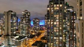 Στο κέντρο της πόλης πολυόροφα κτίρια νύχτας του Βανκούβερ timelapse απόθεμα βίντεο