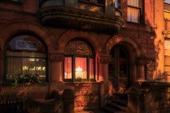 Στο κέντρο της πόλης σκηνή ως προσεγγίσεις βραδιού στη Νέα Υόρκη του Άλμπανυ στο ηλιοβασίλεμα Στοκ Φωτογραφία