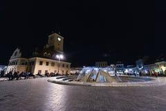 Στο κέντρο της πόλης Brasov τη νύχτα στοκ φωτογραφία με δικαίωμα ελεύθερης χρήσης