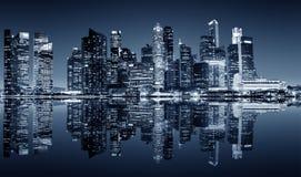 Στο κέντρο της πόλης άποψη νύχτας της Σιγκαπούρης Στοκ φωτογραφία με δικαίωμα ελεύθερης χρήσης