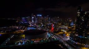 Στο κέντρο της πόλης άποψη νύχτας του Μαϊάμι Φλώριδα ΗΠΑ Στοκ εικόνα με δικαίωμα ελεύθερης χρήσης