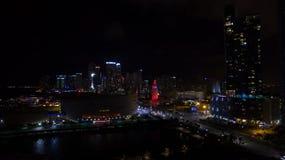 Στο κέντρο της πόλης άποψη νύχτας του Μαϊάμι Φλώριδα ΗΠΑ Στοκ εικόνες με δικαίωμα ελεύθερης χρήσης