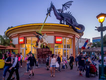 Στο κέντρο της πόλης αγορές της Disney και περιοχή ψυχαγωγίας Στοκ φωτογραφία με δικαίωμα ελεύθερης χρήσης