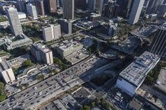 Στο κέντρο της πόλης λιμάνι 110 του Λος Άντζελες κεραία αυτοκινητόδρομων Στοκ Εικόνα