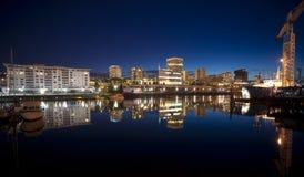 Στο κέντρο της πόλης ορίζοντας προκυμαιών του Τακόμα υδάτινων οδών της Thea Foss ηλιοβασιλέματος Στοκ Εικόνες