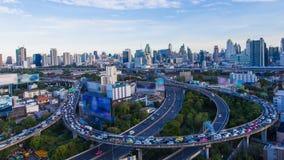 Στο κέντρο της πόλης ορίζοντας πόλεων της Μπανγκόκ μετά από την ώρα γραφείων Στοκ Φωτογραφία