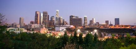 Στο κέντρο της πόλης ορίζοντας πόλεων του Λος Άντζελες Καλιφόρνια ηλιοβασιλέματος Στοκ εικόνα με δικαίωμα ελεύθερης χρήσης