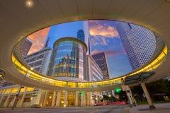 Στο κέντρο της πόλης ουρανοξύστες Τέξας ηλιοβασιλέματος του Χιούστον Στοκ Εικόνες