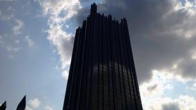 Στο κέντρο της πόλης ουρανός σύννεφων χρονικού σφάλματος φιλμ μικρού μήκους