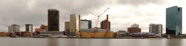 Στο κέντρο της πόλης ποταμός Maumee οριζόντων πόλεων του Τολέδο Οχάιο στοκ εικόνα