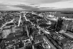 Στο κέντρο της πόλης πυρήνας του Τορόντου τη νύχτα Στοκ φωτογραφίες με δικαίωμα ελεύθερης χρήσης